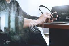 Obsługuje używać VOIP słuchawki z cyfrowej pastylki komputerową kurtyzacją smar Obrazy Royalty Free