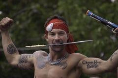 Obsługuje uczestniczyć w 35th Rocznej Provincetown Karnawałowej paradzie w Provincetown, Massachusetts. Zdjęcie Royalty Free