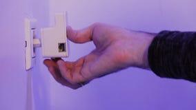 Obsługuje wszywki WiFi donosicielkę w elektryczną nasadkę na ścianie zbiory