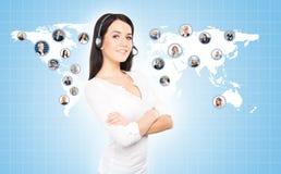 Obsługa klienta operator pracuje w centrum telefonicznego biurze Globa Zdjęcia Royalty Free