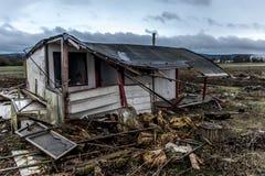 A obscuridade assustador velha abandonou casa suja destrutiva janelas quebradas Imagens de Stock Royalty Free