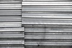 Obscuridade de brilho suja - parede cinzenta do metal, textura fotos de stock