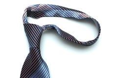 A obscuridade - o laço azul coloca em um fundo branco Fotografia de Stock Royalty Free