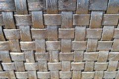 Obscurité à carreaux - vieux vieux pai coloré décoratif volumétrique minable antique en osier de texture à carreaux en bois conve photo libre de droits