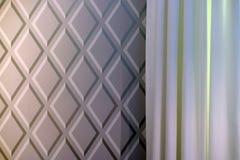 Obscurité et couleurs claires de rideaux en tissu illustration libre de droits