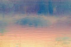 Obscurité rêveuse, fond profondément bleu et rose de ciel image libre de droits