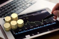 Observação do mercado de valores de ação imagens de stock royalty free