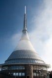 A observação e as telecomunicações brincadas elevam-se perto de Liberec em República Checa Fotografia de Stock Royalty Free