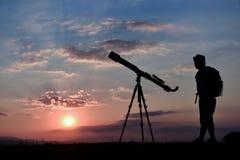 Observação, passatempo e pesquisa com telescópio fotos de stock royalty free