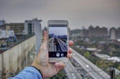 Observación con el teléfono Fotos de archivo libres de regalías