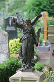 Observación de la estatua del ángel Imagenes de archivo