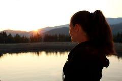 Observación de la puesta del sol Fotografía de archivo libre de regalías