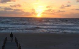 Observación de la puesta del sol Fotos de archivo libres de regalías