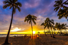 Observación de la puesta del sol en Waikiki Foto de archivo