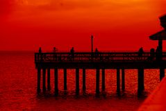 Observación de la puesta del sol, golfo de México Imagen de archivo libre de regalías
