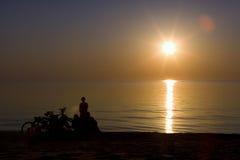 Observación de una puesta del sol Fotos de archivo