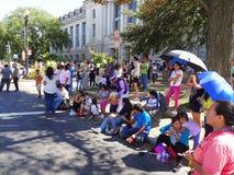 Observación del desfile en la fiesta DC Imagenes de archivo