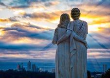 Observateurs de lever de soleil de ville Images stock