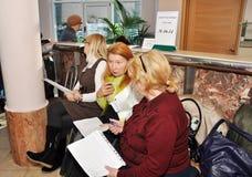 Observateurs travaillant dans les élections Image libre de droits