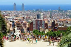 Observatiedek in Park Guell Dit park is ??n van de projecten van de architect Antonio Gaudi stock fotografie
