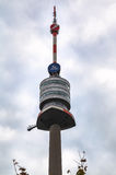 Observatiedekken en spits van Donauturm-de Toren van TV Royalty-vrije Stock Foto