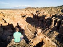 Observation au-dessus du canyon de Charyn en Au rentré par Kazakhstan du sud-est images libres de droits