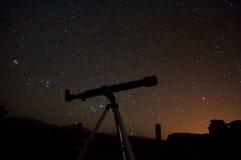 Observation av natthimmel Fotografering för Bildbyråer