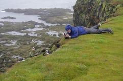 Observation d'oiseau en Islande Photographie stock libre de droits