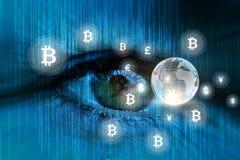 Observation de nouvel argent électronique de bitcoin Photo libre de droits