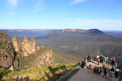 Observation deck with tourists at Three Sisters Stock Photo