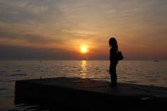 Observation du coucher du soleil Image libre de droits