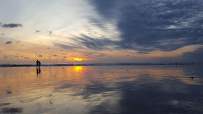 Observation du coucher du soleil dans Bali Photographie stock