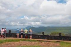 Observationsdäcket och turister parkerar in `-kanjonen av den svarta flod`en, mauritius Fotografering för Bildbyråer