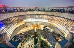 Observatoire de flottement de jardin du bâtiment de ciel d'Umeda la nuit Image libre de droits