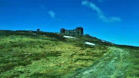 Observatorio abandonado en las montañas Foto de archivo libre de regalías