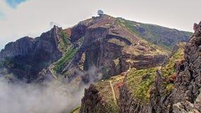 Observatorio en las montañas en la montaña más alta en el isla foto de archivo