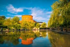 Observatorium auf einem Reflexionspool in Stockholm lizenzfreie stockbilder