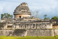 Observatoriumruinen in Chichen Itza, Mexiko lizenzfreie stockbilder