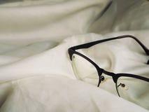 Observe los vidrios en la cama, color filtrado Foto de archivo