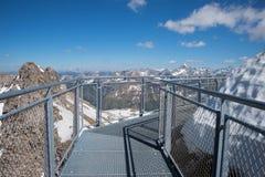 Observer le passage couvert au sommet de montagne de nebelhorn photo stock
