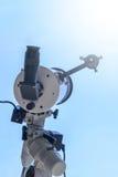 Observer le Sun avec le télescope Télescope d'éclipse solaire solaire images libres de droits