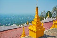 Observez la plaine au pied de la colline de Sagaing image stock
