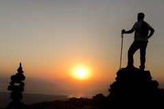 Observez le lever de soleil du sommet Image libre de droits