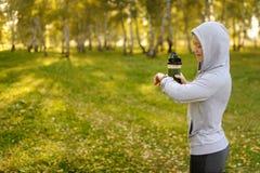 Observez pour des sports avec le smartwatch Formation pulsante pour le marathon photographie stock libre de droits
