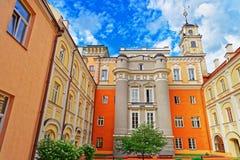 Obserwatorski podwórze i swój wierza przy Vilnius uniwersytetem obrazy royalty free