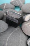 Obsidian over rotsen Stock Afbeelding