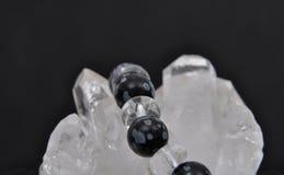 Obsidian vaggar på kristallen Arkivfoton