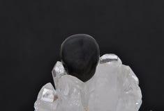 Obsidian vaggar på kristallen Royaltyfria Foton