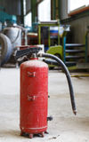 Obsolete and old fire extinguisher i Royalty Free Stock Photography