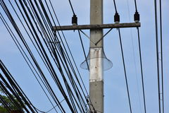 Obstáculo animal no cargo da eletricidade Foto de Stock Royalty Free